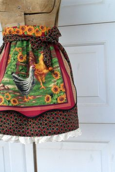 $18.00 Farmgirl Chic Half Apron Chickens and Sunflowers