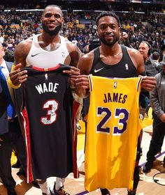 LeBron and Dwade pictured swapping jerseys after they played their last game against each other. A memorable picture for NBA fans. Mvp Basketball, Basketball Legends, Soccer Ball, Lebron And Wade, Lebron James Wallpapers, Best Nba Players, Lebron James Lakers, Nba Stars, Basket Ball