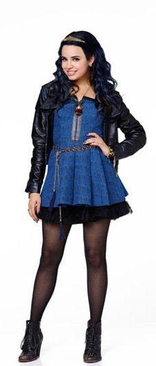 Sofia Carson plays Evie in descendants Descendants Wicked World, Disney Descendants Movie, Disney Channel Descendants, Cameron Boyce, Evie Costume, Sophia Carson, Mal And Evie, Disney Decendants, Disney Style