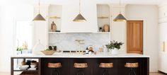 Key Design Takeaways from Celebrity Kitchens Studio Kitchen, Kitchen Reno, New Kitchen, Kitchen Dining, Kitchen Remodel, Kitchen Cabinets, Kitchen Ideas, Country Kitchen, Kitchen Island
