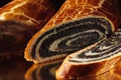 Beigli in Hungary Sold just about everywhere in Hungary, this delicious poppy seed cake is a tasty delight that everyone around the world should try. Found among a number of treats at the Christmas dinner table, this is a must have. Hungarian Desserts, Hungarian Cuisine, Hungarian Recipes, Romanian Recipes, Christmas Potluck, Christmas Foods, Christmas Paper, Christmas Wishes, Hungary Food