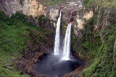 A Chapada dos Veadeiros (Goiás-Brasil) reúne impressionante conjunto de rios, quedas-d'água, cânions, trilhas e formações geológicas em meio ao Cerrado