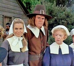 Elizabeth Montgomery, Marion Lorne, and Dick York in Bewitched Agnes Moorehead, Bewitched Tv Show, Bewitched Elizabeth Montgomery, Erin Murphy, Laugh Track, Beautiful Witch, I Dream Of Jeannie, Old Tv Shows, Family Affair