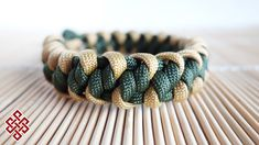 How to Make a Mad Max Mated Wall Knot Paracord Bracelet Tutorial Paracord Bracelet Designs, Paracord Projects, Bracelet Crafts, Paracord Bracelets, Knot Bracelets, Paracord Ideas, Survival Bracelets, Paracord Tutorial, Bracelet Tutorial