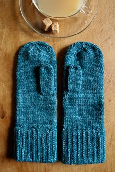 Laura's Loop: Classic Mittens - The Purl Bee - Knitting Crochet Sewing Embroidery Crafts Patterns and Ideas!