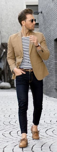 If you are in the market for brand new men's fashion suits, there are a lot of things that you will want to keep in mind to choose the right suits for yourself. Below, we will be going over some of the key tips for buying the best men's fashion suits. Preppy Mens Fashion, Mens Fashion Suits, Modern Casual Mens Fashion, Mens Fashion 2018, Fashion Shirts, Style Casual, Preppy Style, Boat Shoes Outfit, Boat Shoes For Men