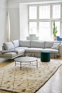 2 sofa Living Room Ideas – Nice Home Designs Living Room Sofa, Home Living Room, Living Room Designs, Design Your Home, House Design, Farmhouse Sofa Table, Minimalist Sofa, Room Interior, Interior Design