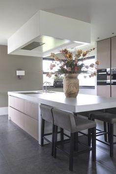 Kitchen Island Storage, Modern Kitchen Island, Small Space Kitchen, Modern Kitchen Design, Interior Design Kitchen, New Kitchen, Modern Interior, Kitchen Decor, Kitchen Islands