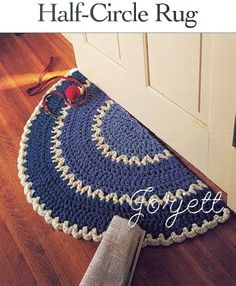 Half-Circle Rug, quick & easy Q hook crochet pattern Crochet Kitchen, Crochet Home, Love Crochet, Crochet Crafts, Crochet Yarn, Yarn Crafts, Crochet Projects, Kitchen Rug, Crochet Rug Patterns