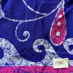 This beautiful patchwork snood is made in Cape Town from luxurious sari fabric and lined with a soft viscose lycra.