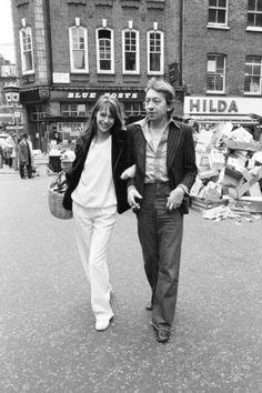 Jane Birkin and Husband Serge Gainsbourg in London, 1977 Fotodruck von Eric Harlow bei AllPosters.de