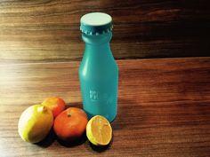 H2O BPA-free 550ml Wasser-Trinkflasche mit Handschlaufe, satiniert, blau - Habe eine Flasche gesunden Wassers stets dabei.