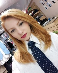 Women Ties, Suits For Women, White Shirt Outfits, White Shirts, Women Wearing Ties, Natural Redhead, Smart Women, Queen, Suit And Tie