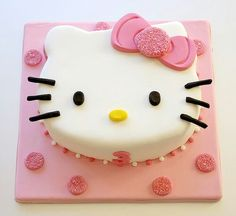 Hello Kitty Cake always a good choice for that special Girl's Day -Stylish Eve Hello Kitty Theme Party, Hello Kitty Birthday Cake, Hello Kitty Themes, Hello Kitty Torte, Bolo Da Hello Kitty, Hello Kitty Fondant, Pretty Cakes, Cute Cakes, Beautiful Cakes
