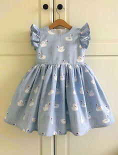Baby Girl Party Dresses, Dresses Kids Girl, Kids Outfits Girls, Girl Outfits, Kids Girls, Kids Frocks Design, Baby Frocks Designs, Baby Girl Fashion, Kids Fashion