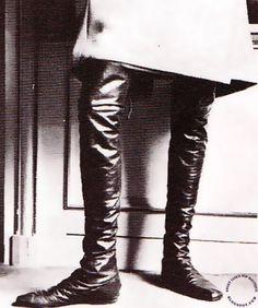 SWEET JANE: Les 15 Revolutions De La Mode 1968 Vintage Boots, Vintage Outfits, Vintage Clothing, Shoes Editorial, Crotch Boots, White Fur Coat, Vintage Sportswear, Twist And Shout, Short Boots