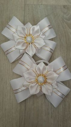 Should you have a passion for hair bows you really will really like our info! Ribbon Art, Diy Ribbon, Ribbon Crafts, Flower Crafts, Fabric Ribbon, Ribbon Hair Bows, Diy Hair Bows, Cloth Flowers, Fabric Flowers