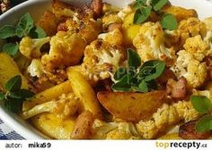 Květák pečený s bramborami a slaninou v jednom pekáčku recept - TopRecepty.cz Pasta Salad, Potato Salad, Cauliflower, Healthy Life, Good Food, Food And Drink, Treats, Chicken, Vegetables