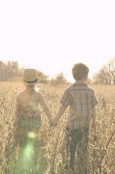 anna-triplett-photography-vintage-retro-little-boy-girl-holding-hand-walking-field-grass-trees-sunlight-lensflare.jpg (715×1080)