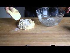 Otwarte Klatki gotują - Ciasto drożdżowe z owocami i kruszonką - YouTube