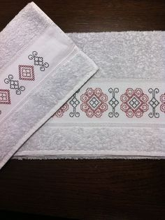This post was discovered by Gü Blackwork Patterns, Cross Stitch Patterns, Kasuti Embroidery, Plastic Canvas, Diy And Crafts, Towel, Retro, Handmade, Japanese Embroidery