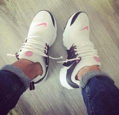 Nike Air Presto in weiß/pink - Sneakers , Sneakers Fashion, Shoes Sneakers, Shoes Heels, Tennis Sneakers, Nike Tennis, Cute Shoes, Me Too Shoes, Pink Nikes, Pink Nike Shoes