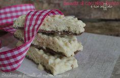 Barrette al cioccolato bianco e riso soffiato  http://blog.giallozafferano.it/studentiaifornelli/barrette-al-cioccolato-bianco-e-riso-soffiato/