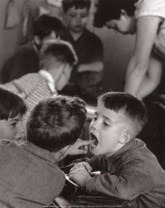 Artwork by Robert Doisneau, La dent, Paris, Made of gelatin silver print Robert Doisneau, Old Pictures, Old Photos, Vintage Photographs, Vintage Photos, Famous Photographers, White Picture, Photo Archive, Photojournalism