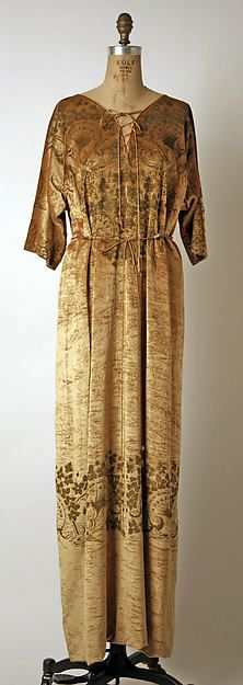Evening dress Design House: Fortuny  (Italian, founded 1906) Designer: Mariano Fortuny (Spanish, Granada 1871–1949 Venice) Date: 1931 Culture: Italian Medium: silk Dimensions: Length at CB: 52 in. (132.1 cm) Credit Line: Gift of Miss Emily Chase, 1948