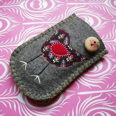 Wish I could make one of these for my mobile phone! I just love felt...