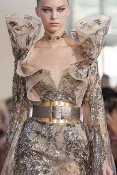 Elie Saab Couture, Chanel Couture, Haute Couture Dresses, Haute Couture Fashion, Couture Details, Fashion Details, Fashion Design, Runway Fashion, Fashion Show