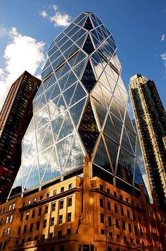 Hearst tower, by Norman Foster. La Hearst Tower o la Torre Hearst en la Ciudad de Nueva York, Nueva York está localizado en 300 West 57th Street en 8th Avenue, cerca de Columbus Circle.