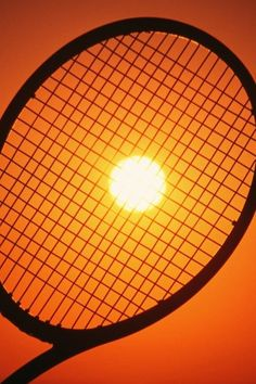 Sunset and a tennis racket #raqueta #tenis #creatividad http://www.centroreservas.com/
