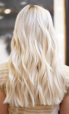Pure Platinum Color - 20 Beautiful Winter Hair Color Ideas for Blondes - Photos Great for those who love extreme color looks, pure platinum blonde color is definitely not for the faint of heart. Butter Blonde Hair, Blonde Hair Looks, Brown Blonde Hair, Golden Blonde, Cream Blonde Hair, Blond Bob, Beach Blonde Hair, Bright Blonde Hair, Blonde Braids