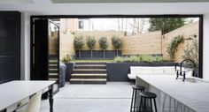 An outdoor kitchen can be an addition to your home and backyard that can completely change your style of living and entertaining. Earlier, barbecues temporarily set up, formed the extent of culinary attempts, but now cooking outdoors has become an. Indoor Outdoor Kitchen, Outdoor Spaces, Outdoor Decor, Outdoor Privacy, Patio Interior, Interior And Exterior, Patio Chico, Townhouse Garden, London Townhouse