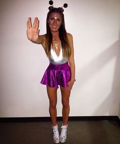 32 Easy Costumes to Copy That Are Perfect for the College Halloween Party,We may earn money or products from the companies mentioned in this post. Halloween is quickly approaching which means costume planning is/will be in f. Meme Costume, Alien Halloween Costume, Halloween Party Kostüm, Easy College Halloween Costumes, Cute Costumes, Couple Halloween, College Costumes, Costume Ideas, Halloween 2018