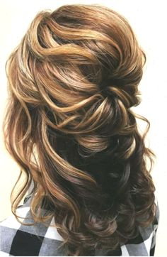 Mother of the Bride Hairstyles: 26 Elegant Looks for # Mother Of The Groom Hairstyles, Cute Hairstyles For Medium Hair, Wedding Hairstyles Half Up Half Down, Braided Hairstyles For Wedding, Diy Hairstyles, Medium Hair Styles, Short Hair Styles, Short Hair Updo, Kylie Jenner Short Hair