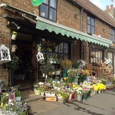 You can't beat a sunny, Saturday in the flowershop #flowershop #florists #Saturday #sunny