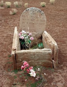 Stones lovingly arranged in the shape of a baby cradle form the marker for the grave of a small child who died in Found in an old cemetery near the abandoned Silver Reef mine in Leeds, Utah, USA.Baby Cradle Gravestones by Dana Roper Cemetery Monuments, Cemetery Statues, Cemetery Headstones, Old Cemeteries, Cemetery Art, Graveyards, Unusual Headstones, La Danse Macabre, Cemetery Angels