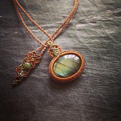 今日のマクラメ。 ラブラドライトマクラメペンダント。 #MacrameJewelryMANO #macrame #マクラメ #handwork #handmade #bohemian #hippie #gypsy #ethnic #tribal #naturalstone #gemstone #stone #mineral #鉱物 #天然石 #accessories #pendant #ペンダント #ラブラドライト #labradorite