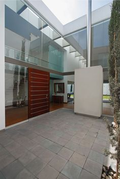 Patio House by Seinfeld Arquitectos | HomeDSGN, a daily source for inspiration and fresh ideas on interior design and home decoration.