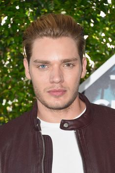 Dominic Sherwood Photos - Actor Dominic Sherwood attends the Teen Choice Awards 2016 at The Forum on July 2016 in Inglewood, California. Dominic Sherwood Shadowhunters, Teen Choice Awards 2016, Clary E Jace, Jace Wayland, Shadowhunters The Mortal Instruments, Matthew Daddario, Shadow Hunters, Attractive Men, Celebrity Crush