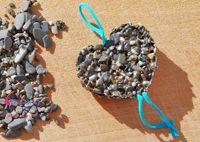 lavoretti_bambini_mare_spiaggia_collane_sassi_ciondoli_tutorial