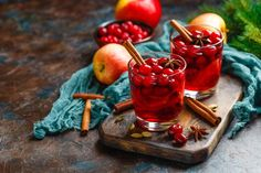 Varené víno s brusnicami | Recepty.sk Moscow Mule Mugs, Cherry, Fruit, Vegetables, Drinks, Tableware, Homework, Food, Drinking