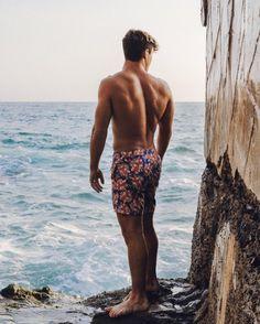 😍😍😍 his back muscles are everything Beautiful Boys, Gorgeous Men, Pretty Boys, Ethan Y Grayson Dolan, Dolan Twins Wallpaper, Dollan Twins, Surfer Boys, Poses For Men, Hot Boys