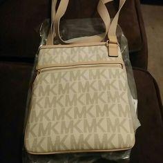 MICHAEL KORS SIDE BAG Brand new Michael kors bag Michael Kors Bags Crossbody Bags