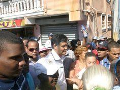 Francisco Peña recorre barrios de Santo Domingo Oeste