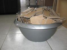 Bonjour, Ca y est, je me suis remise dans la construction d'un nouveau meuble en carton, ou plus exactement d'un ensemble en carton. Il s'agit d'une commande. Cet ensemble sera composé de deux meubles sur-mesure faits pour une salle de bain. J'ai commencé...