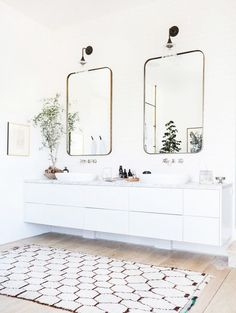 Modern bathroom with twin sinks, retro mirrors, and a vintage rug Wood Floor Bathroom, Small Bathroom, White Bathrooms, Modern Bathrooms, Dream Bathrooms, Bathroom Flooring, Master Bathrooms, Bathroom Canvas, Bathroom Black