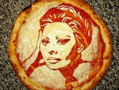 Direto do forno: escocês cria pizza com rostos de celebridades - Fotos - Tabloide